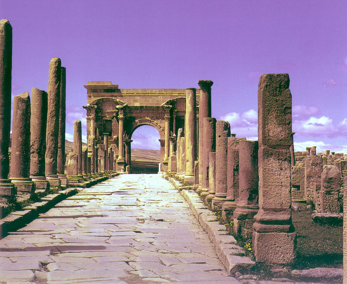 اهم المناطق السياحية في الجزائر ........بالصورة والشرح...... lbr_275a.jpg